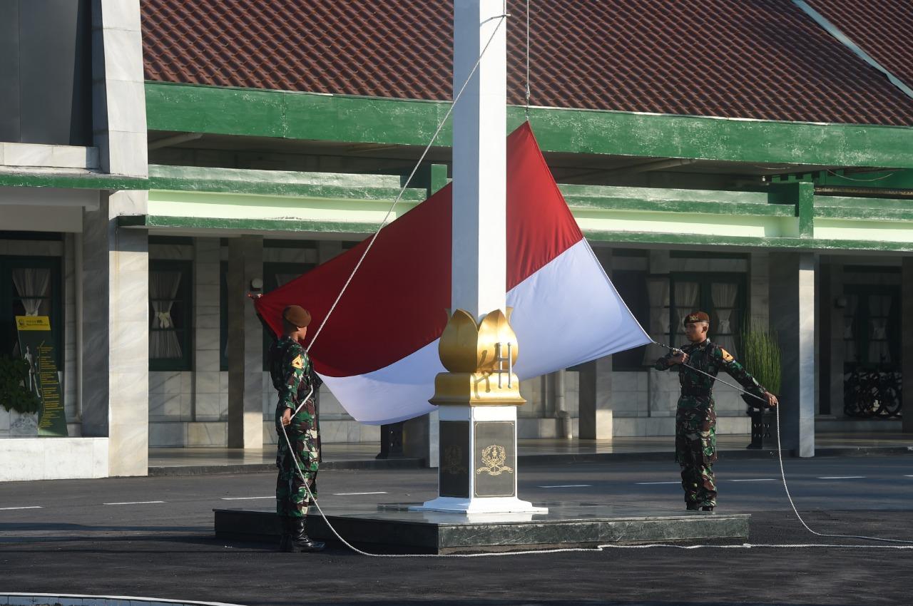 Upacara dalam rangka Minggu Militer Minggu  ke-4 Di Magelang
