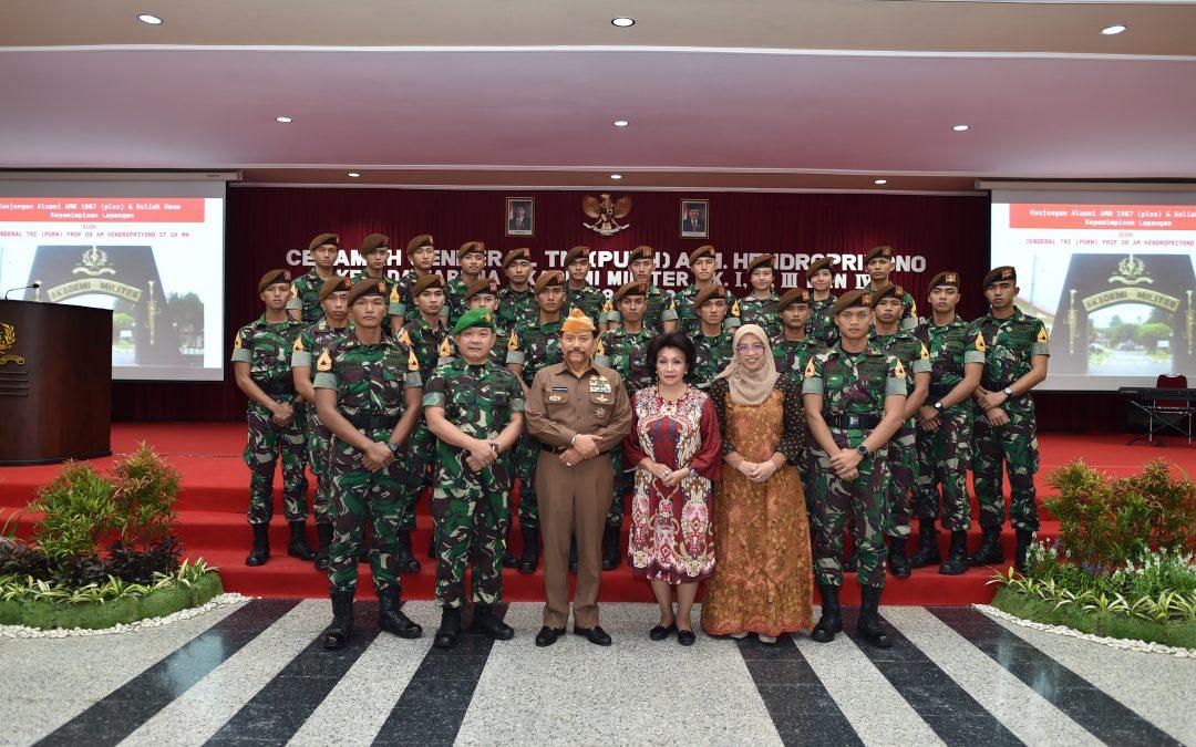 JENDERAL TNI (PURN) PROF. DR. A.M. HENDROPRIYONO, S.T., S.H., M.H. DAN PANGKOSTRAD MEMBERIKAN PEMBEKALAN KEPADA  TARUNA/TARUNI DI AKADEMI MILITER