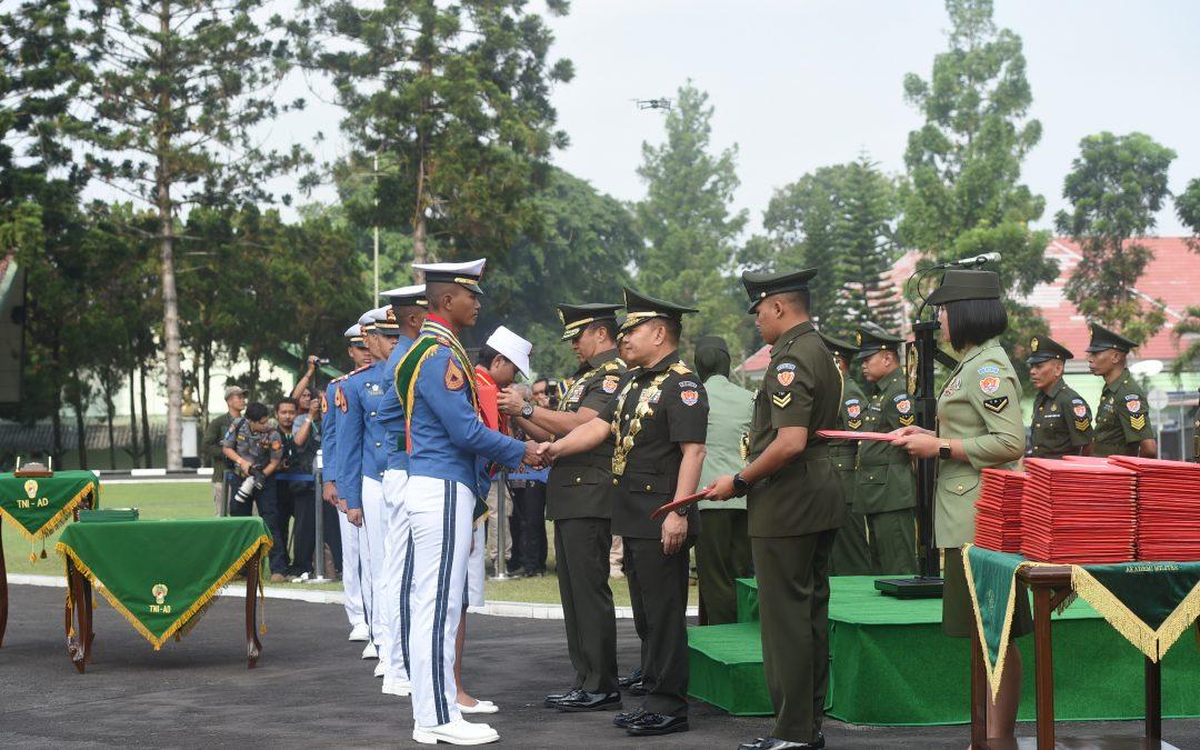 KASAD JENDERAL TNI ANDIKA PERKASA  PIMPIN LANGSUNG TUPDIK TARUNA TK IV AKMIL TAHUN 2019